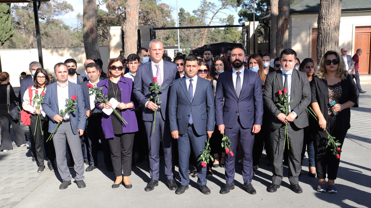 DTA əməkdaşları Anım Günü ilə əlaqədar II Fəxri Xiyabanı ziyarət ediblər